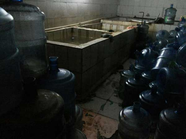 Почему не надо покупать китайскую воду