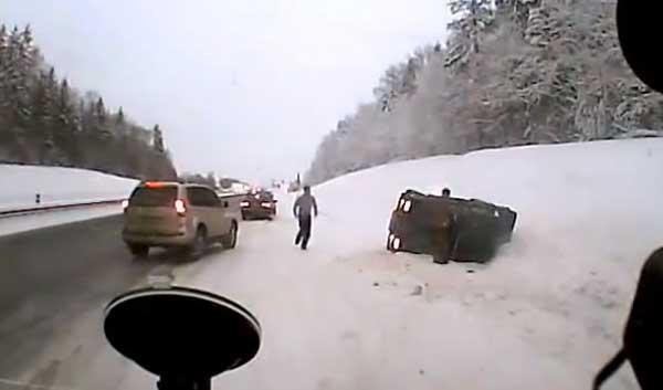 Водители помогают друг другу
