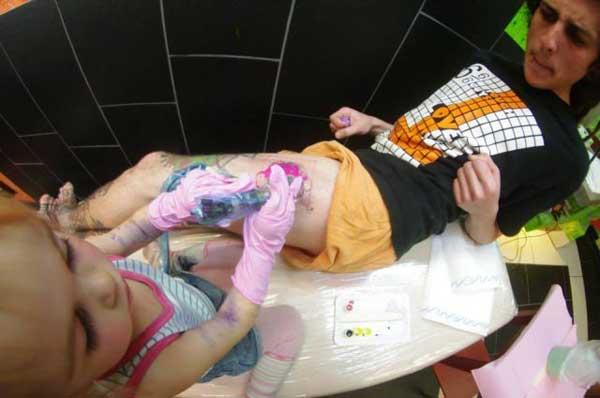 Когда ребёнку доверили машинку для нанесения тату